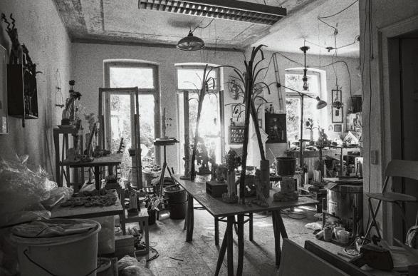 Sibylle Mania Ateliers Frank Motz arnoldsche Fotografie Photography Photographie Hela Paris Möhwald Weimar Berlin Schwarz-Weiß MARTIN NEUBERT